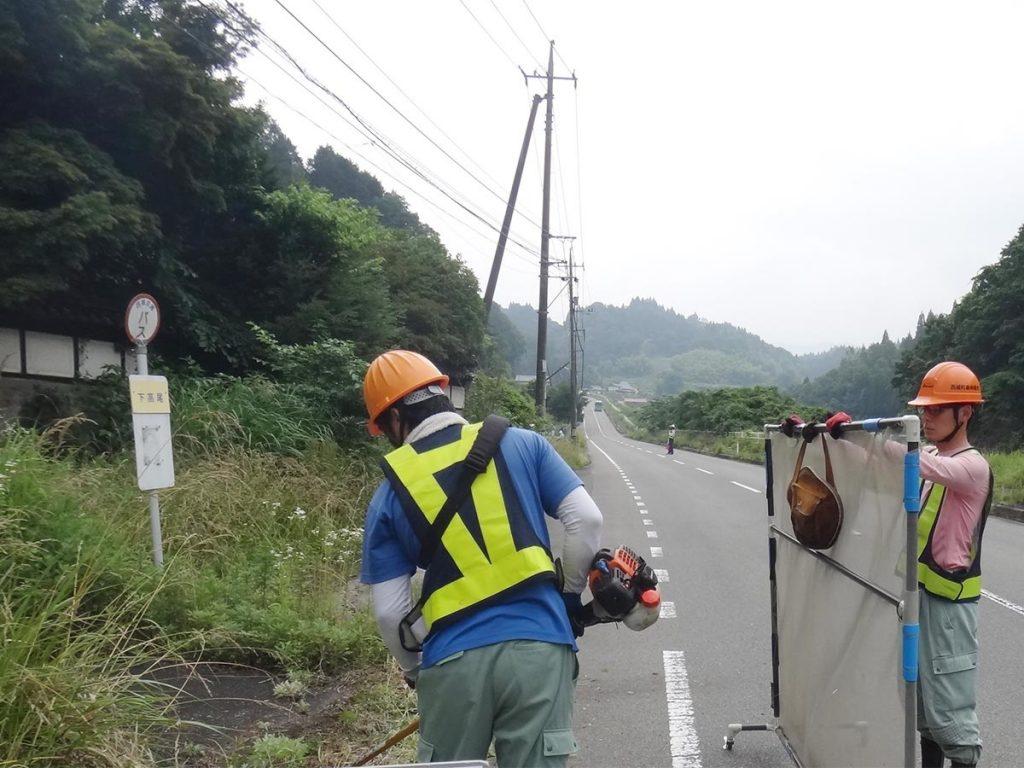 環境整備事業の様子1除草作業
